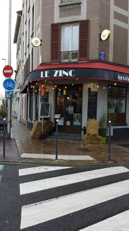 Le zinc: le beaujolais nouveau et al campagne au zinc