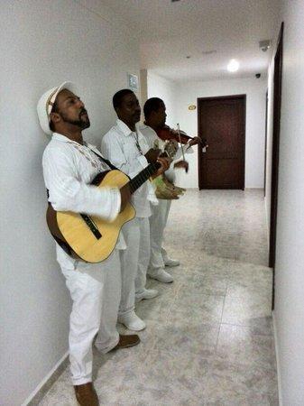 Hotel Arena Blanca: Músicos típicos