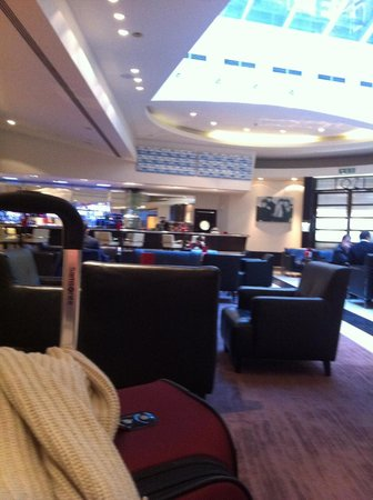 Park Plaza Victoria London: Hotel Lobby Bar