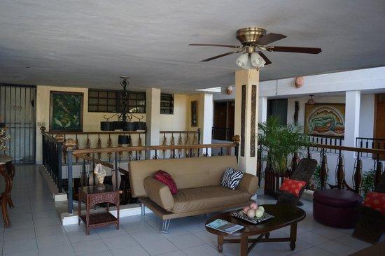 Ideal Villa Hotel : Un petit salon intérieur