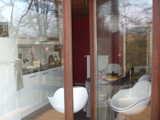 Green Hill Guest House Appartement & Chambre : cucina dal balcone