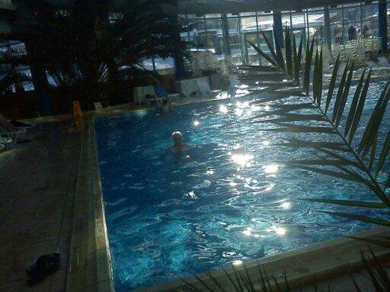 Hotel Rila Borovets: χαλάρωση στη πισίνα