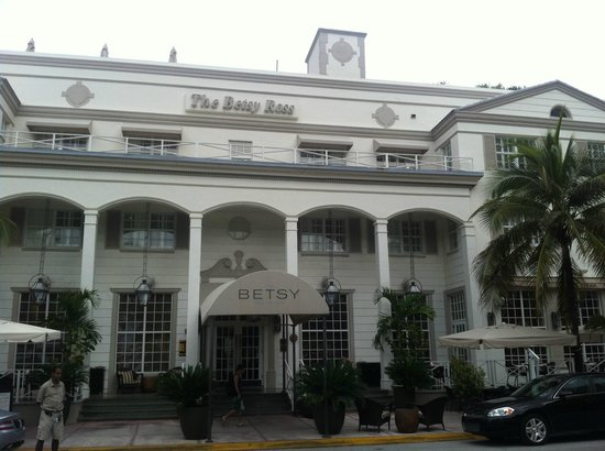 The Betsy - South Beach : Front of Hotel