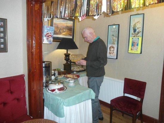New Guilderoy Hotel Blackpool: Snacks buffet