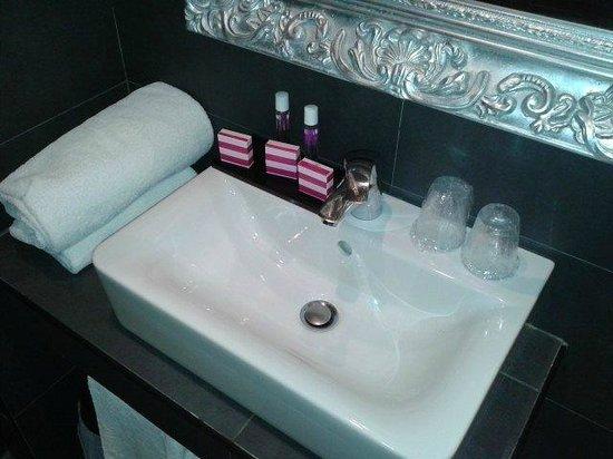 Hotel La Villa Nice Promenade: il lavabo nel bagno