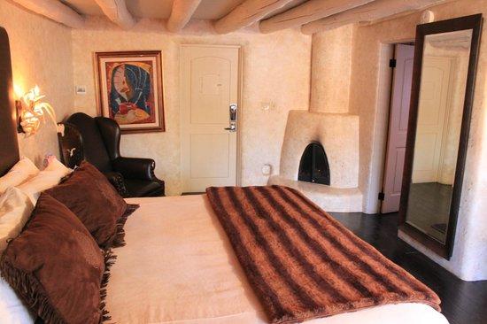El Monte Sagrado: Inside of room