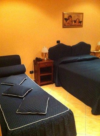 Hotel Caracciolo: letto + letto aggiuntivo