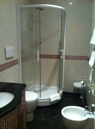 Hotel Caracciolo: doccia