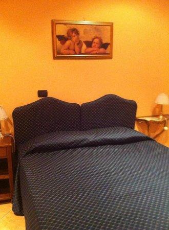 Hotel Caracciolo: letto