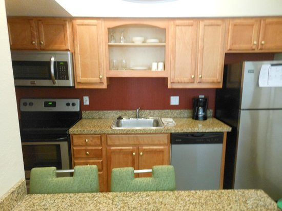 Residence Inn Shelton Fairfield County: VIEW OF KITCHEN