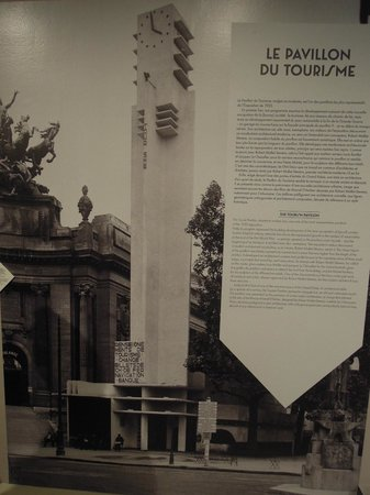 Cite de l'Architecture et du Patrimoine: Pavillon du tourisme devant le Grand-Palais (expo 1925)