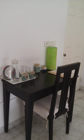 Footprint Bed & Breakfast: Daily supply of drinking water, tea, coffee & the works