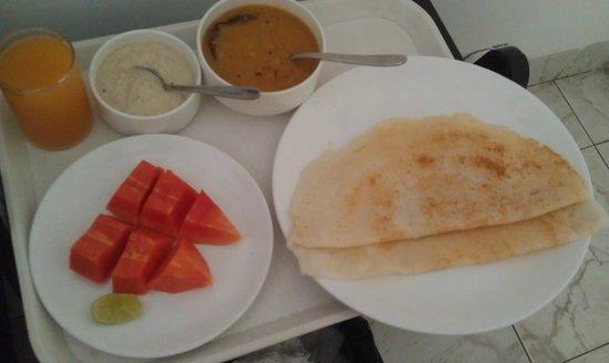 Footprint Bed & Breakfast: Lovely dosas & fresh papaya