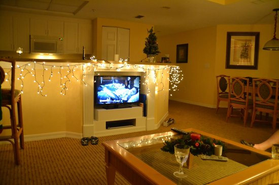 Holiday Inn Club Vacations At Orange Lake Resort: Looking into the kitchen