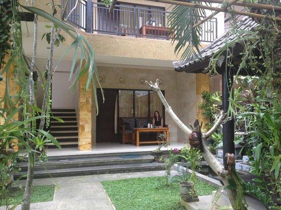 Gerhana Sari 2 Hotel: grounds