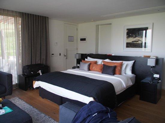 Clouds Wine & Guest Estate: honeymoon suite bedroom