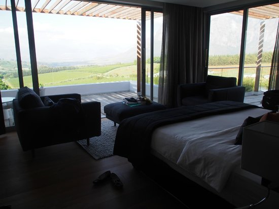 Clouds Wine & Guest Estate: honeymoon suite bedroom