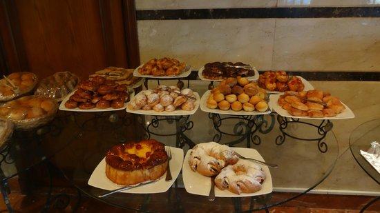 Mediterranean Azur Hotel : Breakfast