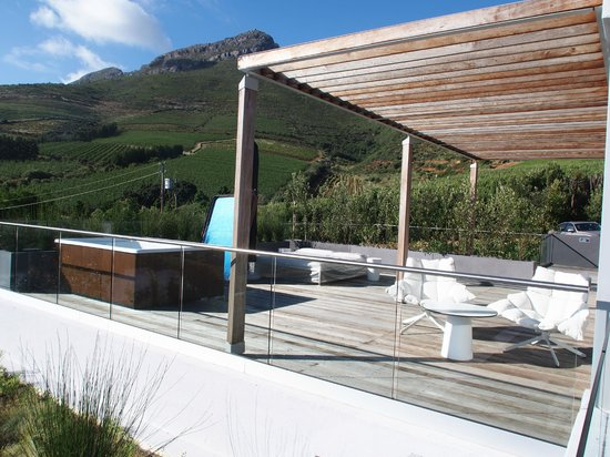 Clouds Wine & Guest Estate: honeymoon suite private terrasse with jacuzzi