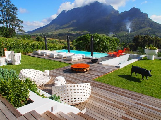 Clouds Wine & Guest Estate : pool view from breakfast terrasse