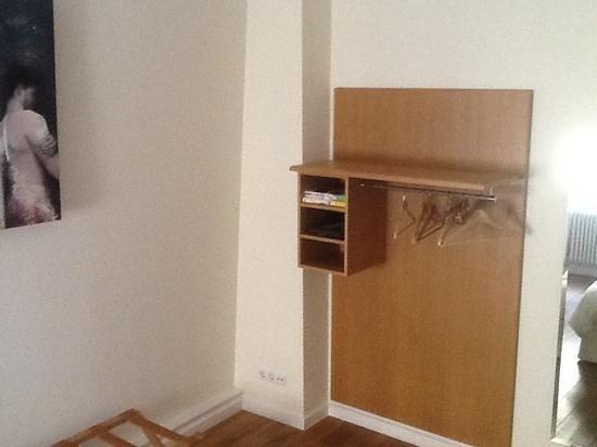 Hotel Parc Beaux-Arts Luxembourg: L'armadio della suite!!!