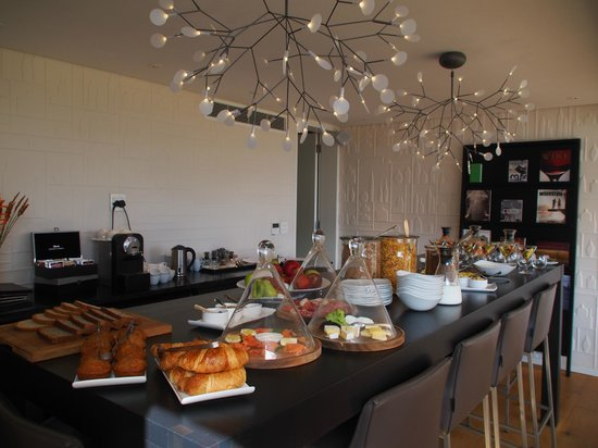 Clouds Wine & Guest Estate : breakfast buffet