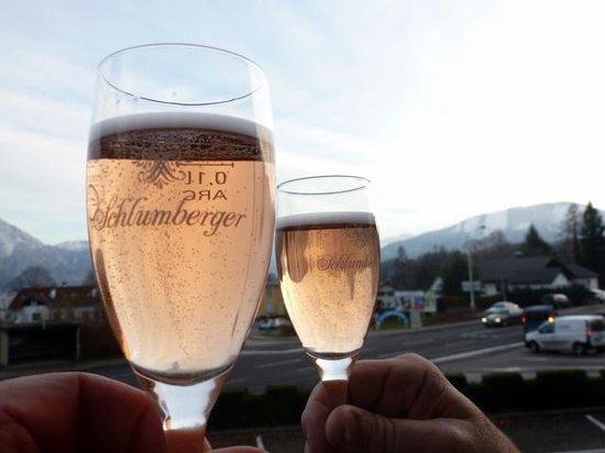 Altmuensterhof: Happy Birthday on the balcony of the Almunsterhof!