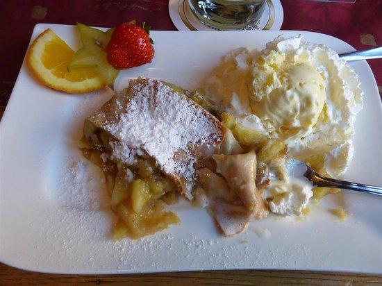 Sudtiroler Stubn Inh. Fam. Valland: nachtisch: Apfelstrudel mit Vanilleeis (hätte besser sein können)