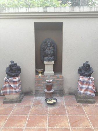 Rumah Boedi Private Residences Villa Kuta Bali: shrine