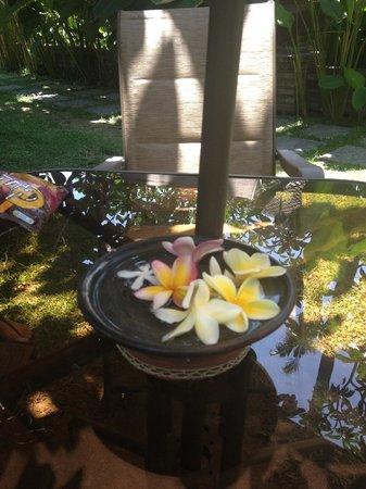 Rumah Boedi Private Residences Villa Kuta Bali: garden table
