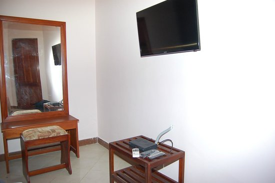 Hotel Elephant Park: телевизор
