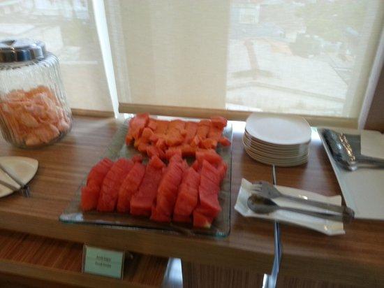 Avissa Suites: Fruit Tray at Break fast