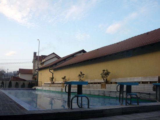 Hotel Perla : another outsode pool
