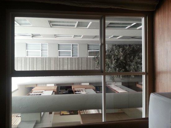 Avissa Suites: Patio view room - Quite but little natural light