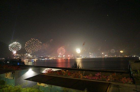 IndoChine Resort & Villas : 12月31日のパトンビーチの花火(1階のベランダからの眺め)