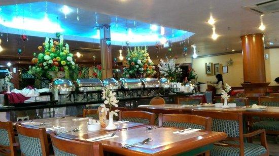De Rhu Beach Resort: Restaurant