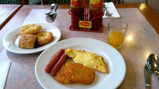 De Rhu Beach Resort: The food is nice.