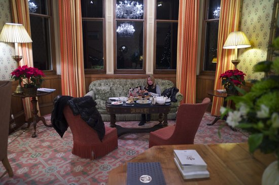 Inverlochy Castle Hotel: Drawing room