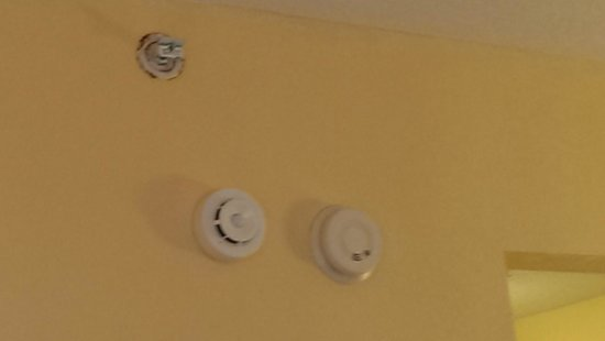 Hampton Inn Cocoa Beach/Cape Canaveral : rusted fire sprinkler, room 302