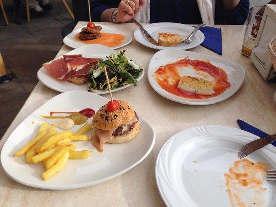 El Gallo Azul: Mini hamburguesa de ternera, 3,80 euros