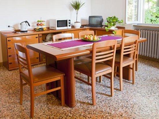 Amarena Bed&Breakfast : Sala colazioni/cucina di Amarena B&B