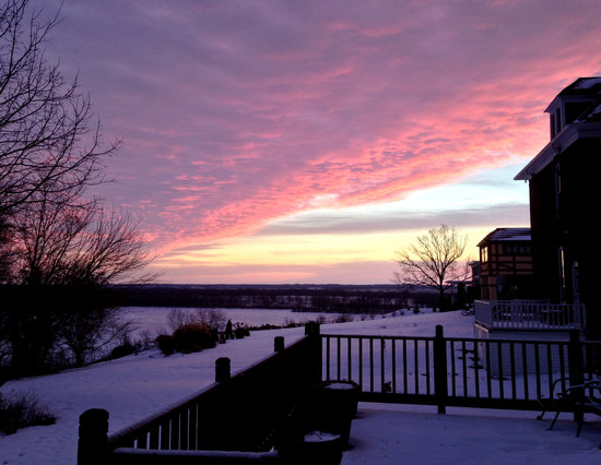 Squirrel's Nest Bed & Breakfast, LLC: Cold January sunrise