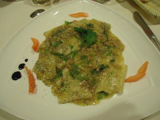Piccolo Mondo Hotel: pâtes au veau (12 euros)