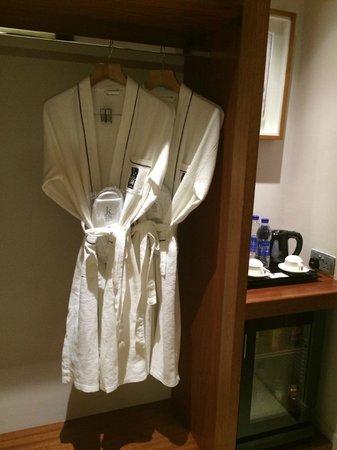 K108 Hotel: Robes