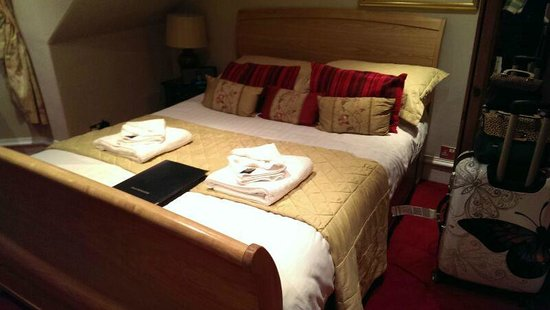 Sandaig Guest House : Our room on arrival...