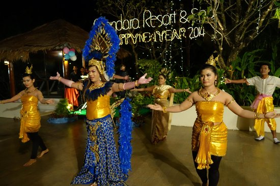 Absolute Chandara Resort & Spa: Staff put on a show for New Years Eve