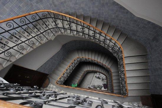 Apartamenty Dluga 27 : винтовая лестница