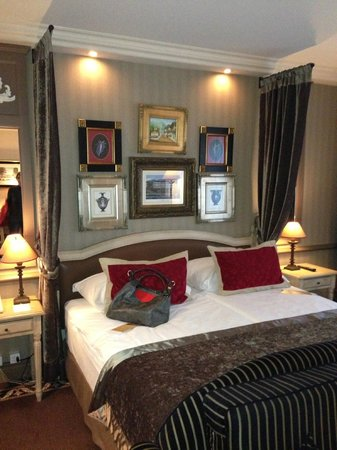 Hotel Royal - Manotel Geneva : letto