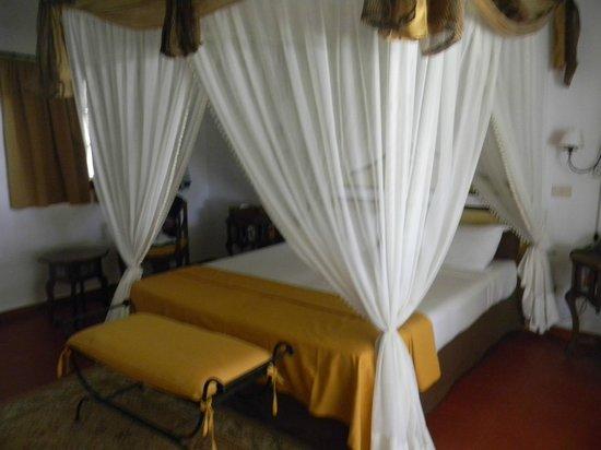 Karafuu Beach Resort and Spa: la camera ampia e pulita