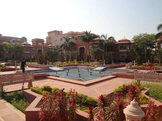 Orient Taj: grounds